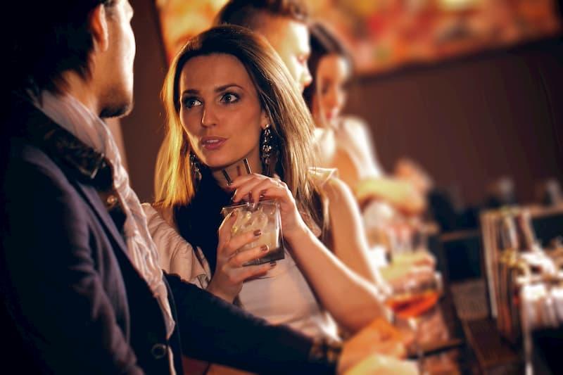 キャバクラの「テーブルマナー」ってなに?キャバ嬢が覚えるべき基本の4ポイント☆