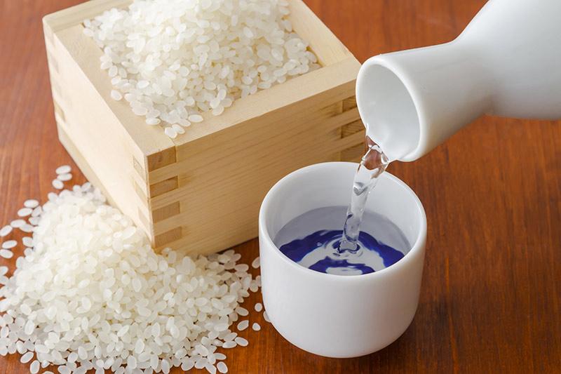 キャバクラで出る『日本酒』定番の種類や価格相場を知っておこう☆